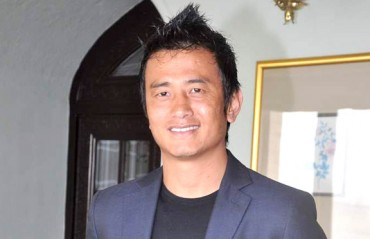 Bhaichung helping out ATK coach ahead of domestic draft