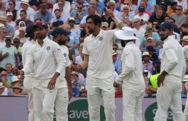 Kohli stands firm as India need 84 runs to win first Test vs England