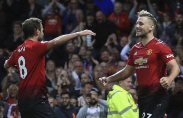 Manchester United beat Leicester 2-1 in Premier League opener