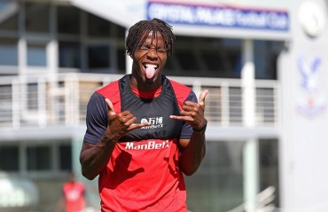 Wilfried Zaha pens contract extension with Crystal Palace until 2023