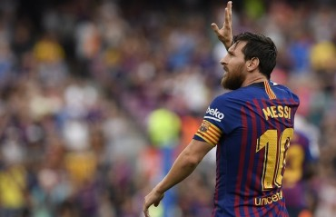 Messi's brace in Barcelona's 8-2 victory over Huesca