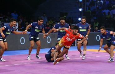 Haryana Steelers put a phenomenal performance under the captaincy of Monu Goyat and beat Gujarat Fortunegiants