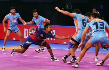 Bengal Warriors' unbeaten run in their home leg came to an end as they lost 37-31 to Dabang Delhi.