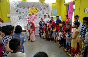 Sachin Tendulkar lights up Christmas for the children at Ashray Child Care Centre