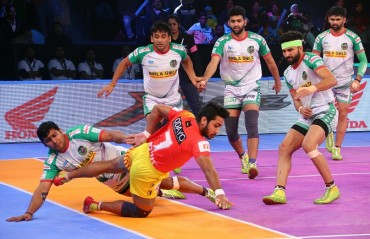 Gujarat Fortunegiants produced an excellent second half performance to beat defending champions Patna Pirates 37-29