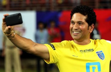 Sachin arrives for Kerala Blasters opener, goes straight to meet team and give pep talk