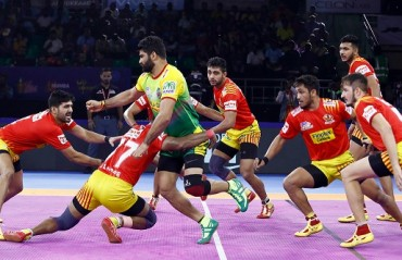 Watch Pro Kabaddi Highlights: Gujarat Fortunegiants put a full stop to their six-match losing streak as they pipped Patna Pirates 29-26