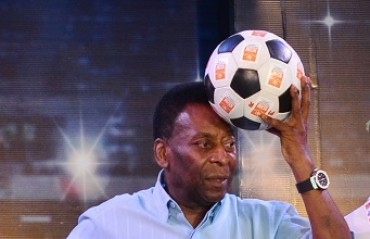 Pele felicitates Mohun Bagan footballers of 1977 match in historic reunion