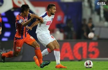 Half Time: Robin returns in style as Delhi lead despite Pune enjoying maximum possession