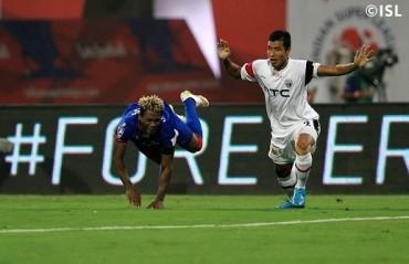 Half Time Report: Chhetri's brace puts Mumbai in commanding position against aggressive NE