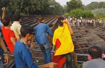 U-18 Kolkata Derby turns violent, police break up riot on the street