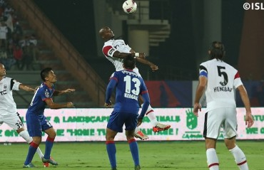Half Time Report: Rodrigues blunder gifts penalty to NE after Mumbai domination