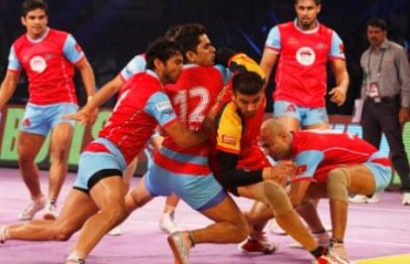 Pink Panthers beat Bengaluru Bulls to keep their hopes alive