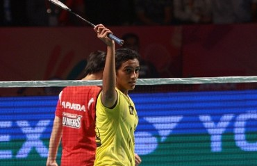 Sindhu's trump match winning performance, helps Smasher beat Hunters 4-3