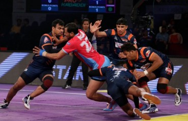 Bengal Warriors goes top of the table by beating Jaipur Pink Panthers 34-20