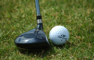 Golfer Saaniya shoots 1-under to grab lead