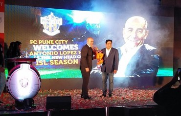FC Pune City unveil Antonio Habas as their new coach for the season