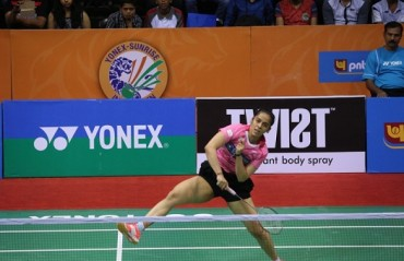 Saina in quarters of Badminton Asia Championship, Sindhu exits