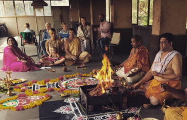 Puja for India: Jonty Rhodes performs puja for daughter India at a temple in Mumbai