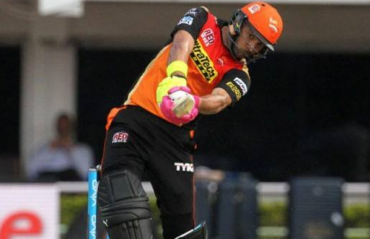 I will hit 6 sixes again, Yuvraj promises a young kid