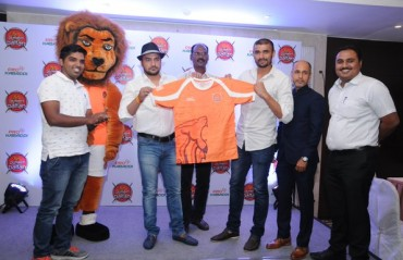 New signings Chillar and Thakur unveil new jersey for Puneri Paltan
