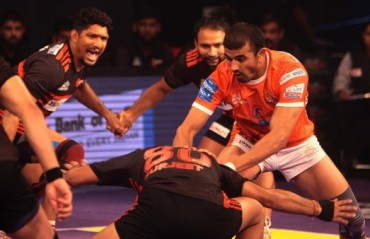 Super Ajay shines, Puneri Paltan run U Mumba to the ground in the first Maha Derby of PKL 4