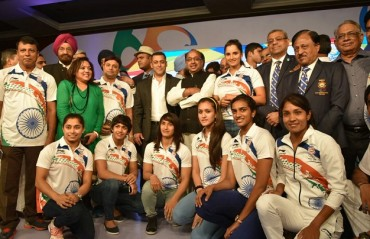 Shuttlers, tennis players & wrestlers pose with the Sultan of Bollywood