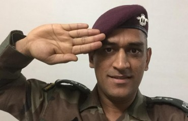 Lieutenant Colonel MS Dhoni makes his first para jump at Agra airbase