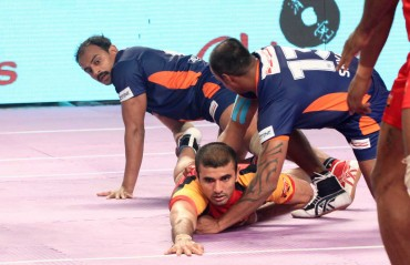 Bromance between Ajay Thakur and Joginder Narwal of Bengaluru Bulls