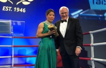 MC Mary Kom receives the first ever AIBA Legends award