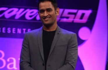 MS Dhoni visits USA, urges diaspora to support Indian team in transition